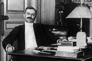 Gaston Calmette vers 1908. Celui qui dirige <i>Le </i><i>Figaro </i>depuis 1902 sera assassiné par la femme de Joseph Caillaux en 1914, à la suite d'une violente campagne de presse contre le ministre des Finances.