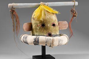 Exceptionnel, ce masque kachina Hakto a doublé son estimation, adjugé 37.500€.