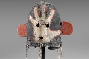 Le masque heaume kachina Sivu-i-qiltaqa, Circa 1910, s'est vendu 36.250€.