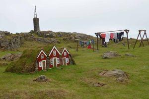Des maisons d'elfes dans un jardin islandais.