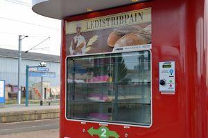 Distributeur automatique de pain. Crédits photo: Gares & Connexions/ SNCF.