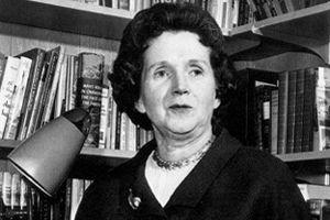 Rachel Carson après la publication de son ouvrage <i>Le Printemps silencieux.</i>