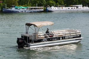 Croisières privées à bord d'un Pontoon boat. (DR)