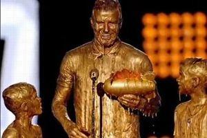 David Beckham couvert d'or et de ridicule