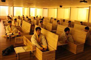 Séance de fausses funérailles au Hyowon Healing Center (institut de guérison). Crédits photo: hwhealing.com/SJ News