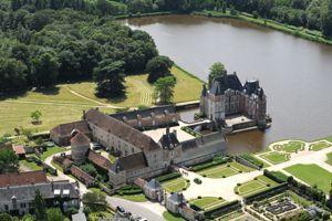 Le château de la Bussière, à Adon (45).