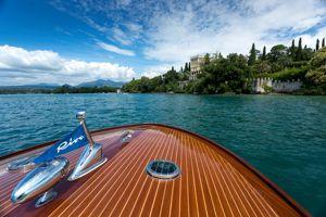Un tour en Riva sur le lac.