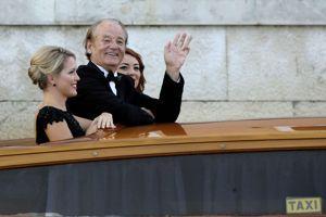 Bill Murray, invité au mariage, à bord d'un bateau-taxi pour se rendre aux festivités de samedi.