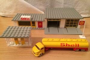 Ce set de jeu Lego inspiré de Shell date de 1966 et fait partie des premiers à avoir été commercialisés.