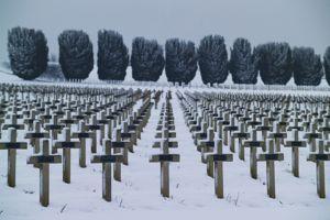 Les corps de plus de 16.000 soldats morts pour la France sont enterrés au cimetière national de Douaumont dans la Meuse.