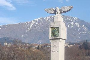 Monument commémorant la halte de Napoléon lors du retour de l'Ile d'Elbe. (Crédit: Fr. Latreille/ Wikipédia)