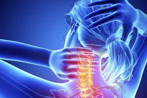 Osteokhondroz du service de poitrine de lépine dorsale la douleur à la poitrine