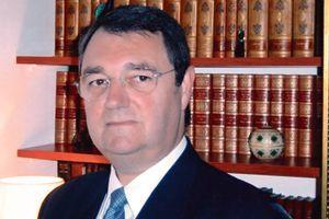 Le professeur Gérard Dubois.