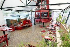 Lire la critique : Le Wagon - Le restaurant du Batofar