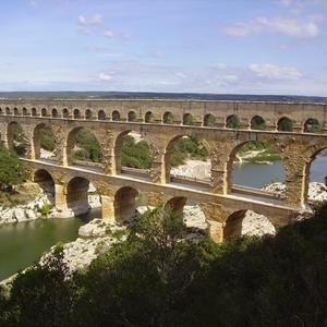 Et pourquoi pas uz s madame figaro - Office de tourisme du pont du gard ...