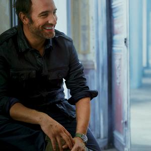 Jean dujardin le charme le talent on craque madame for Maison jean dujardin
