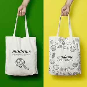 Madame Figaro lance sa collection de tote bags, mugs et tabliers de cuisine