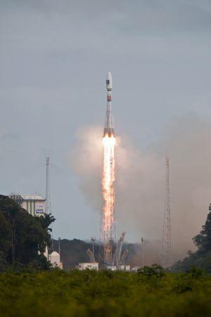 Décollage de la fusée Soyouz avec les satellites 5 et 6 de la constellation Galileo.