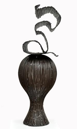 Akouété III(2012), une sculpture du Béninois de Marius Dansou, à la galerie Vallois. Estimation: de 3000 à 3500€.