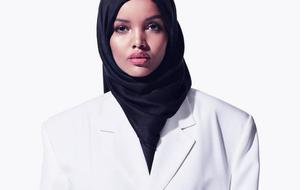 Qui est Halima Aden, le mannequin voilé qui a défilé pour Kanye West à New York ?