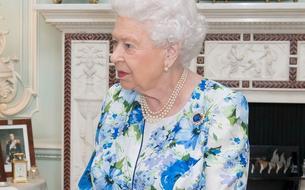 La reine Elizabeth II porte le même vernis Essie depuis vingt-huit ans