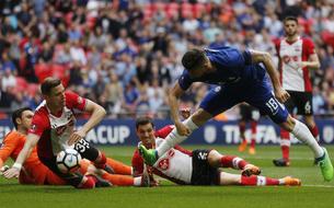 Le dribble fou de Giroud face à quatre défenseurs (vidéo)