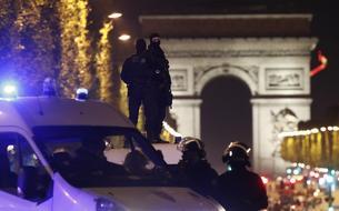 Fusillade aux Champs-Elysées : un policier tué, l'Etat islamique revendique l'attentat