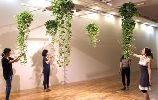 Au Maif Social Club, l'installation végétale «Akousmaflore» des artistes Scenocosme, où lecontact avec lesplantes génère des flux sonores.