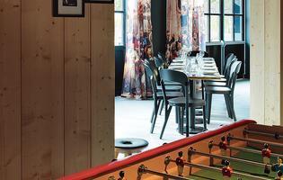 Le Mob Hôtel (Saint-Ouen): un lieu de vie où l'on dîne, on joue au baby-foot ou on regarde un film en terrasse.