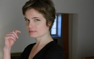 Dans <i> Modi</i>, Sarah Biasini incarne la jeune et dernière femme du peintre Modigliani au Théâtre de l'Atelier.