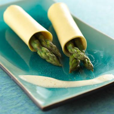 Lasagnes aux asperges, bouillon crémé et beurre salé