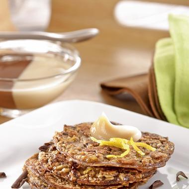 Petites galettes au chocolat, flocons et lait d'avoine, duo de crème vanille chocolat