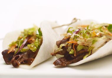 Roulés de bœuf au jicama et salade de nashi