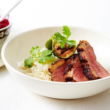 Magret de canard aux épices et à la figue, sauce aux airelles