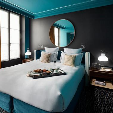 maison sarah lavoine crdit photos henri del olmo source ct maison lampe mtal finition laiton. Black Bedroom Furniture Sets. Home Design Ideas