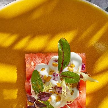 Salade de pastèque, chèvre frais et pistache