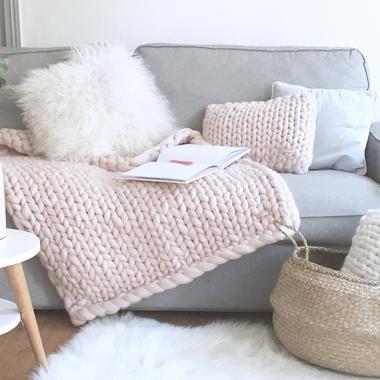 broderie macram crochet la d co ringarde redevient tendance madame figaro. Black Bedroom Furniture Sets. Home Design Ideas