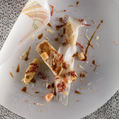 Tronçon de gros turbot rôti, rattes du Touquet, lard d'Arnad et velouté carbonara
