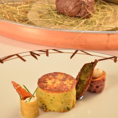 Filet de bœuf de Charolles A.O.P. cuit au foin en croûte d'argile
