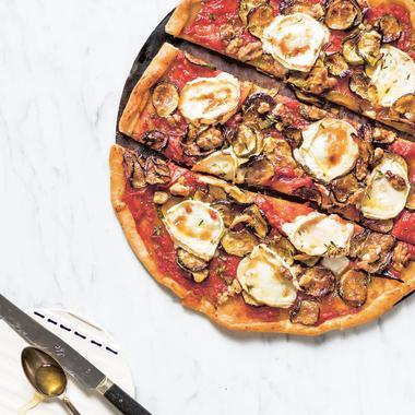 Pizza végétarienne aux courgettes chèvre et noix