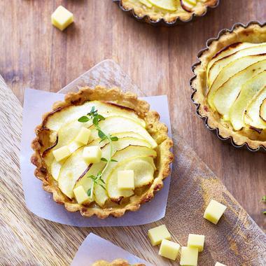 Tartelettes poires-pommes caramélisées et gruyère