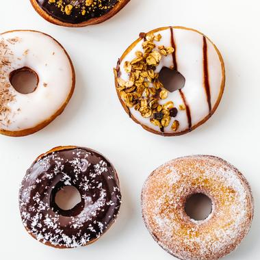 Donuts au chocolat ou au sucre glace