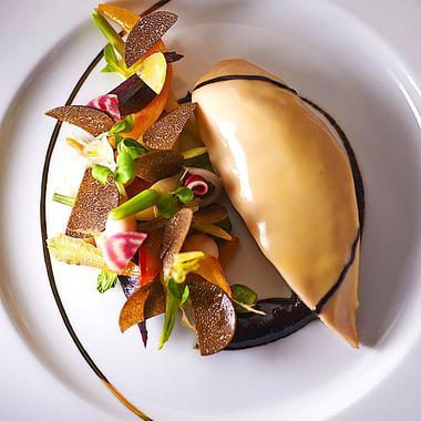 Poularde, truffe et légumes du potager