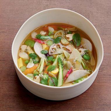 Bouillon de légumes au basilic thaï