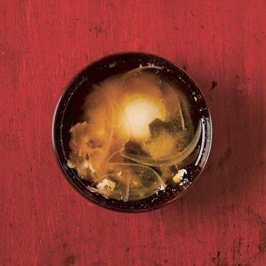 Soupe miso et œufs pochés