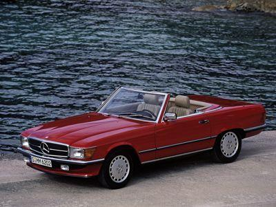 La Mercedes SL R107 reste une valeur sûre des beaux cabriolets. (DR)