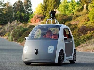 La Google Car, prototype de voiture autonome du géant del'Internet. Pourl'heure, ellesecontente detransporter deuxpassagers sansvolant, ni pédale d'accélérateur oudefrein. Quantàsavitesse, actuellement ellenedépasse pas les40km/h.