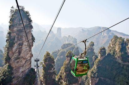 Evoluant dans les paysages époustouflants du mont Huan, la télécabine Multix8 présente plusieurs portées de 600m sans pylône. <i>Crédits photos: DR.</i>