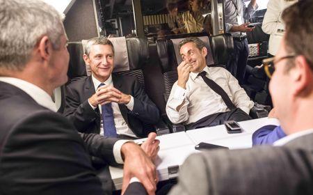 Nicolas Sarkozy avant son meeting de Lambersart, le 25 septembre, aux côtés de son directeur de campagne, Frédéric Péchenard.