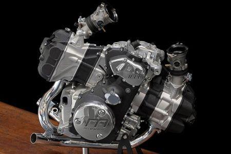 Un flat-twin comme BMW, mais avec les cylindres orientés dans l'axe de la route et inclinés de 25°.